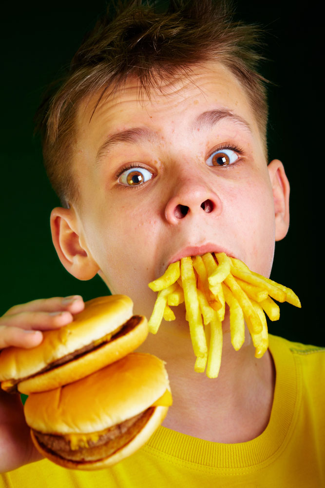 kid_eating burger