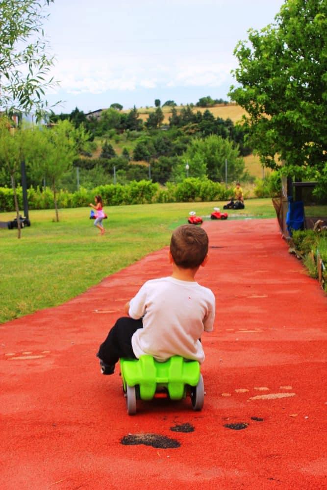 fourfouras-school-nature-kid-playing-Σχολεία της φύσης