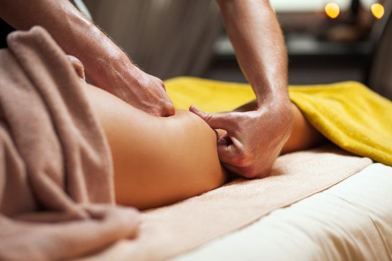 cellulite-massage-Η κυτταρίτιδα εμφανίζεται κυρίως στις γυναίκες ανεξαρτήτως ηλικίας και βάρους. Κάνει την εμφάνισή της στην εφηβεία και αυτό τη συνδέει με τις ορμόνες του γεννητικού συστήματος.-naturanrg