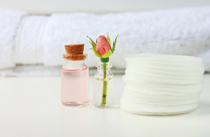 rose-water-eye-patch-cotton-Καλοκαιρινές μάσκες ομορφιάς-naturanrg