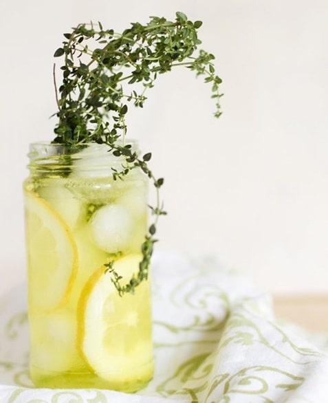 Detox Water με βότανα και φρούτα (συνταγές)